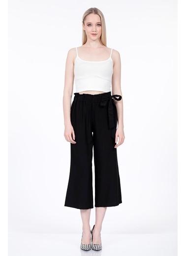 Vitrin Belde Kuşak Detaylı Geniş Paça Pantolon Siyah